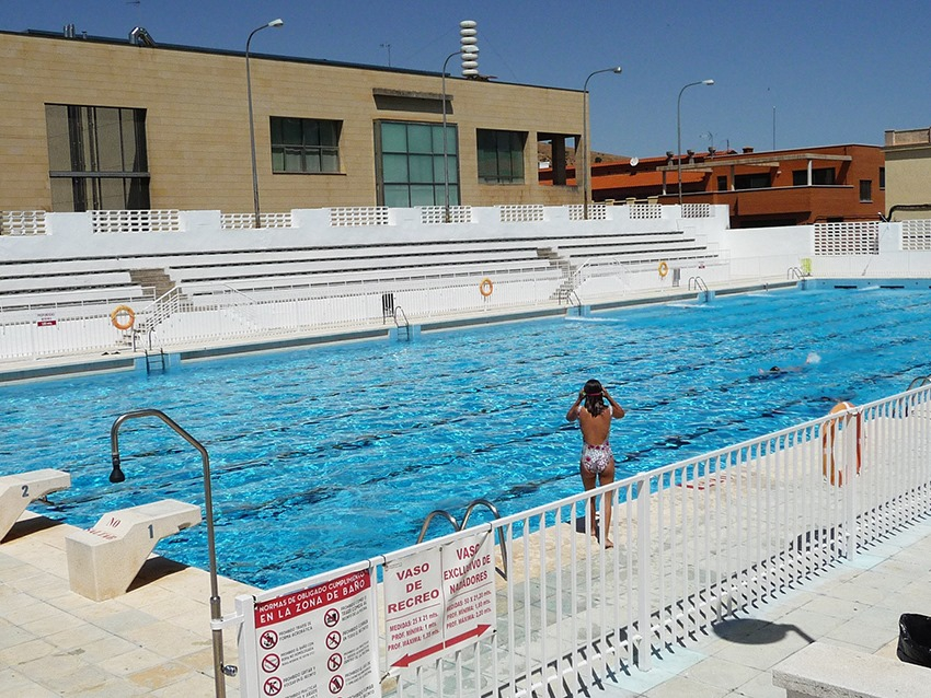 La piscina municipal mar a luisa caba ero abrir sus for Piscina dehesa boyal