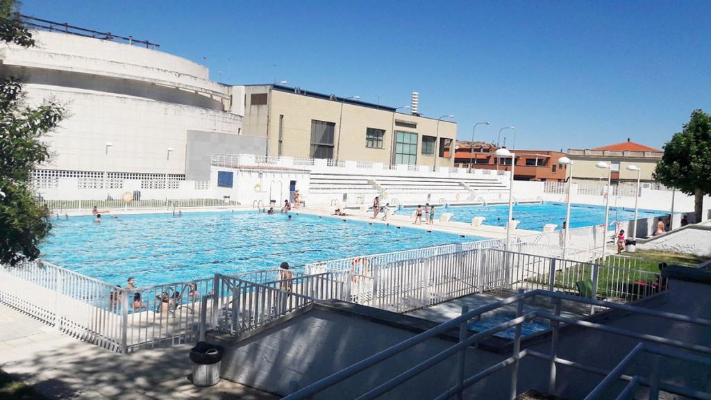Las piscinas municipales acogen a ba istas durante for Piscina municipal puerto de la cruz