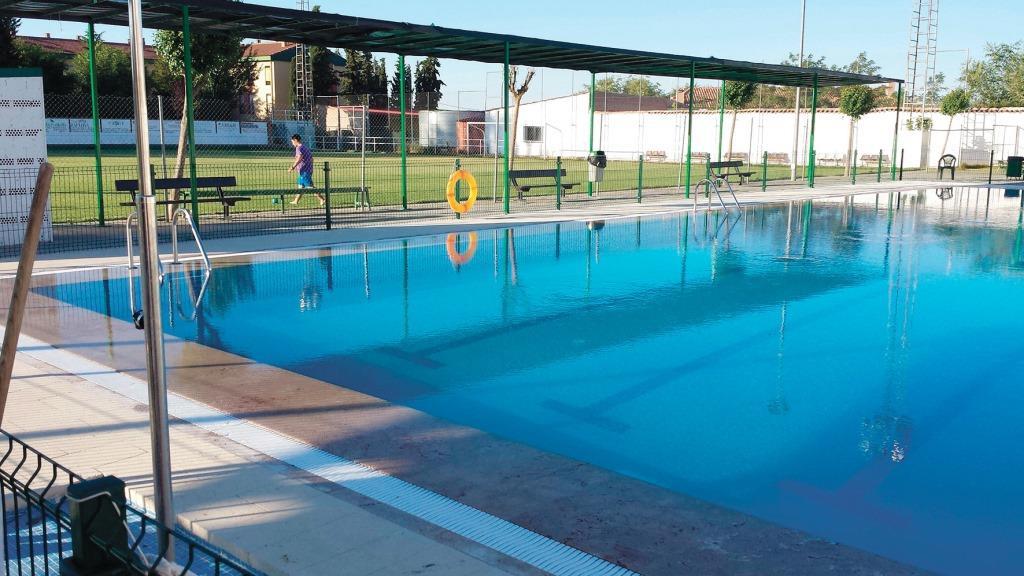 Sale a licitaci n la piscina municipal y el bar de aldea for Piscina municipal arganda del rey