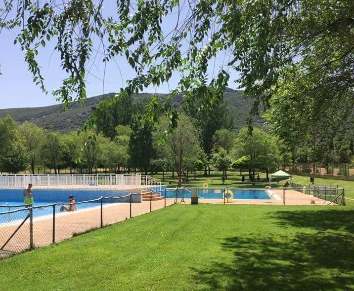 Unas 2000 personas han pasado ya por la piscina de la for Piscina dehesa boyal